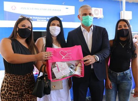 Mulheres do Oeste baiano recebem perucas de projeto Ligadas por Fios