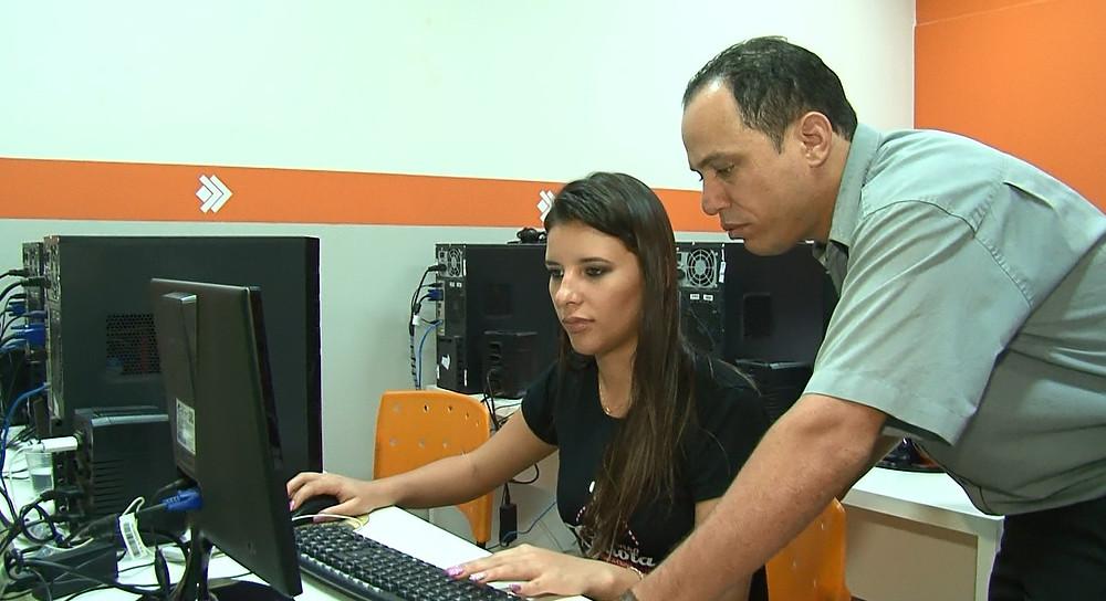 A Blogueira e maquiadora profissional Jhéssica Souza e o Professor Fábio Pereira