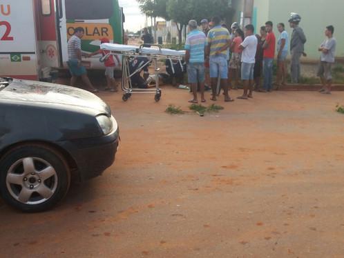 Motociclista bate em ônibus escolar no Mimoso II