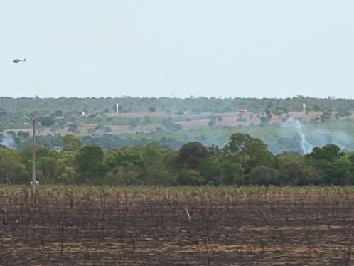 Bombeiros usam Helicóptero para combater incêndio próximo a LEM