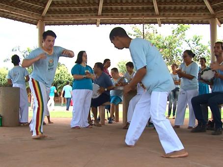 APAE de Lem celebra dia internacional da síndrome de Down com roda de Capoeira