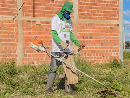 'Jardineiro do Bairro' gera 20 empregos diretos em LEM; Mais de 200 mil m² já foram limpos