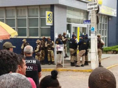Família de tesoureiro de Banco do Brasil é feita refém em Seabra