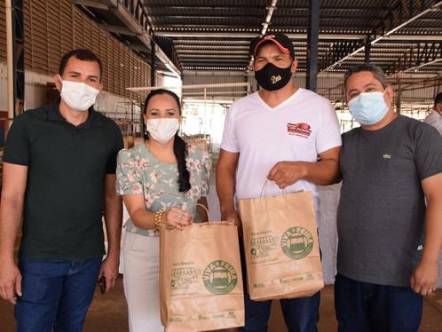 Feirantes do município recebem kits de prevenção ao Covid-19