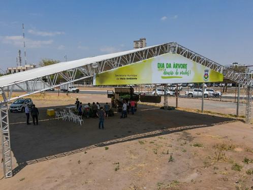 LEM: Continua durante toda esta terça-feira (21), a entrega de mudas nativas do Cerrado