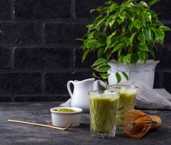 cold-matcha-tea-with-milk-ice_82893-1494