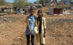 Sudha et Hema slum.JPG