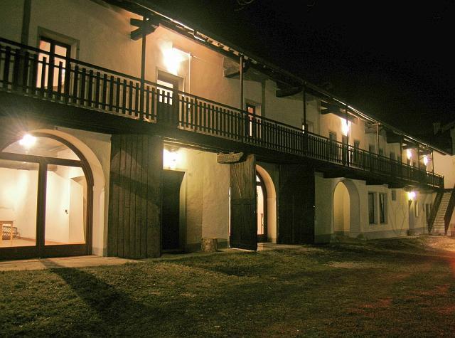villa 12.jpg