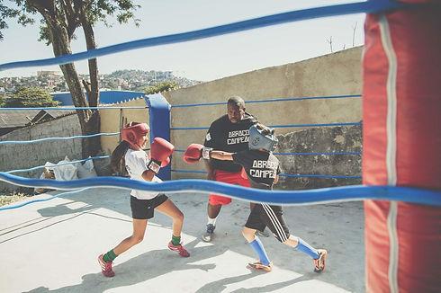 abraço-campeão-boxe.jpg