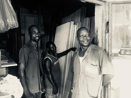 Les frères Aziaka, artisans du bois