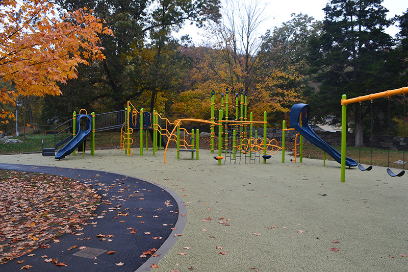 Chestnut Hill Park, Stamford_CT_Curved playground surface