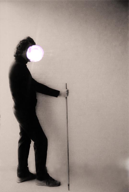 Blinded Vitruvian man, kitchen act