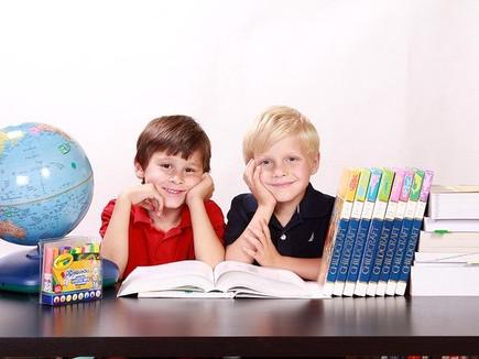 Должен ли ребенок с близорукостью сидеть на первой парте?