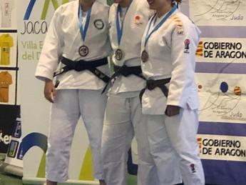 Maria Poblador en el podium senior de Jaca