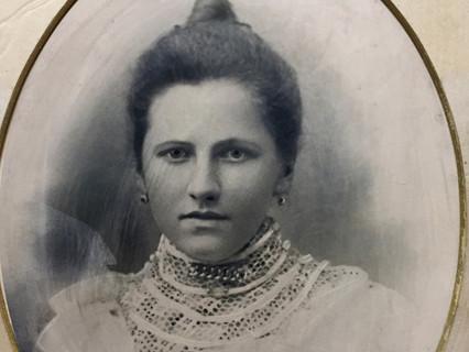 Эталон женственности: рассматриваем фотографии красавиц, живших в Тюмени в XIX веке.