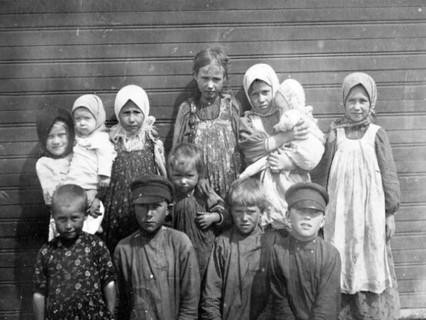 Незаконнорожденные на Руси: Как к ним относились и чью фамилию они носили.