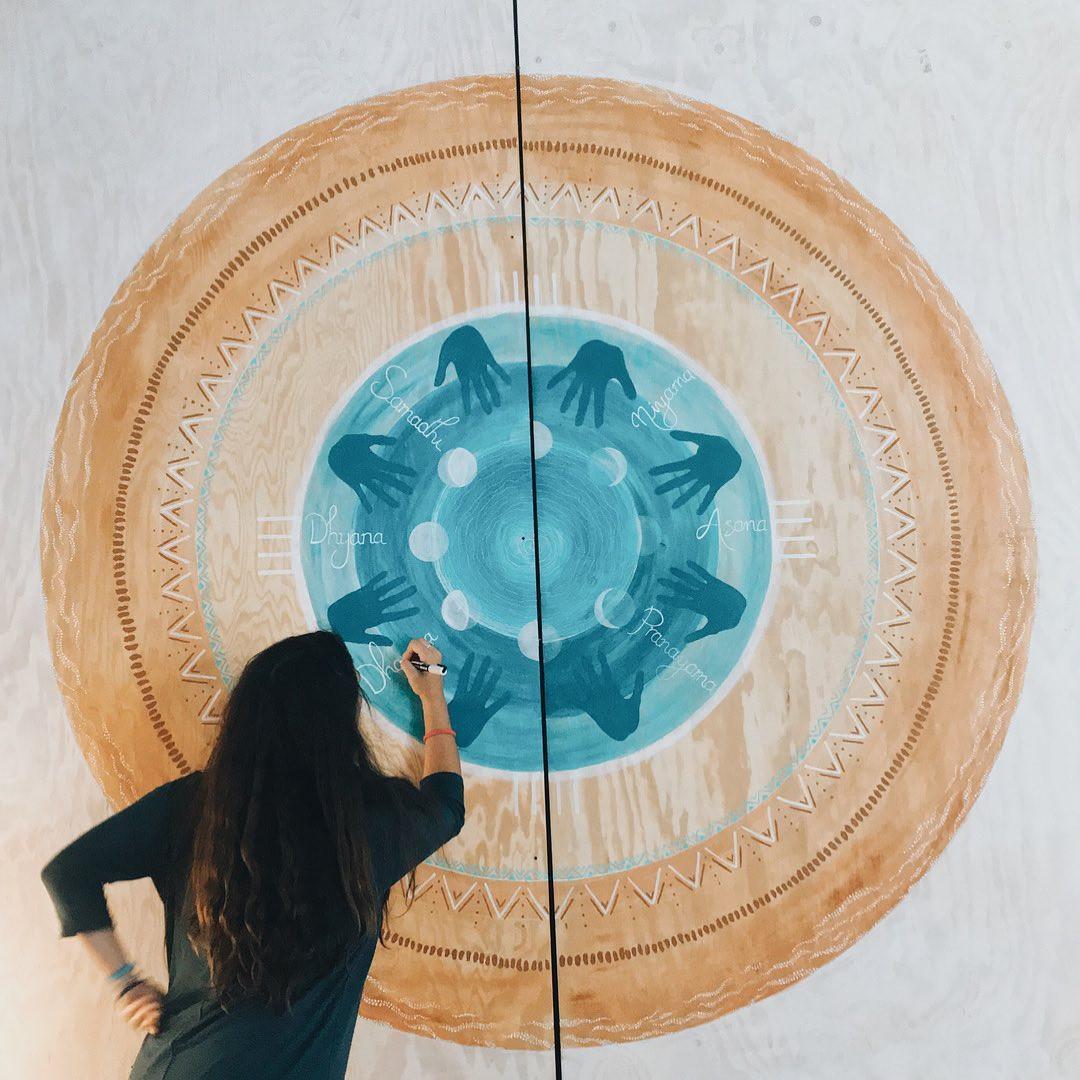 Fresque peinture murale yoga