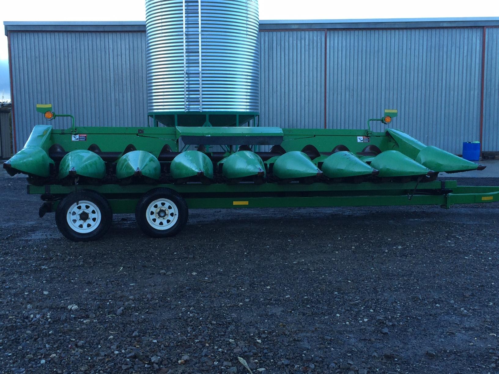 Twelve row corn head to eight row