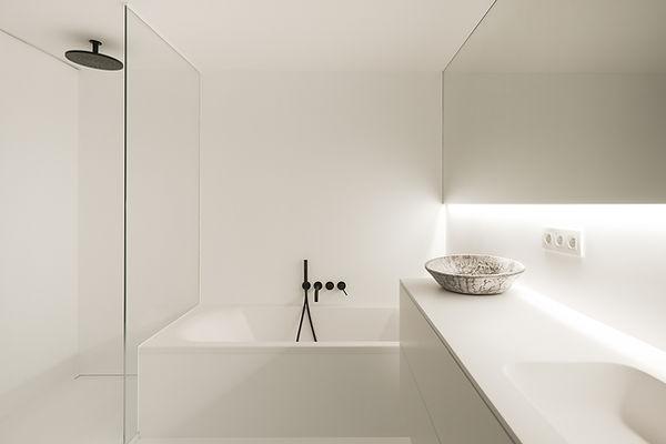 MVDB architectuur Milos Van den Berge Kalken badkamer gietvloer