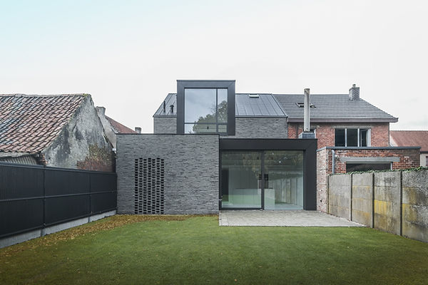 MVDB architectuur Milos Van den Berge Kalken black wood