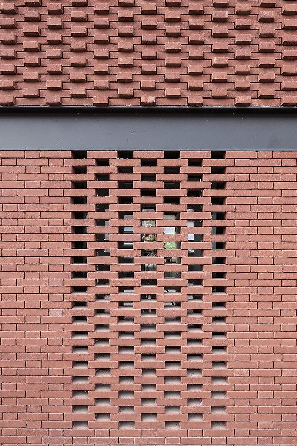 MVDB architectuur Milos Van den Berge Kalken brickporn rood