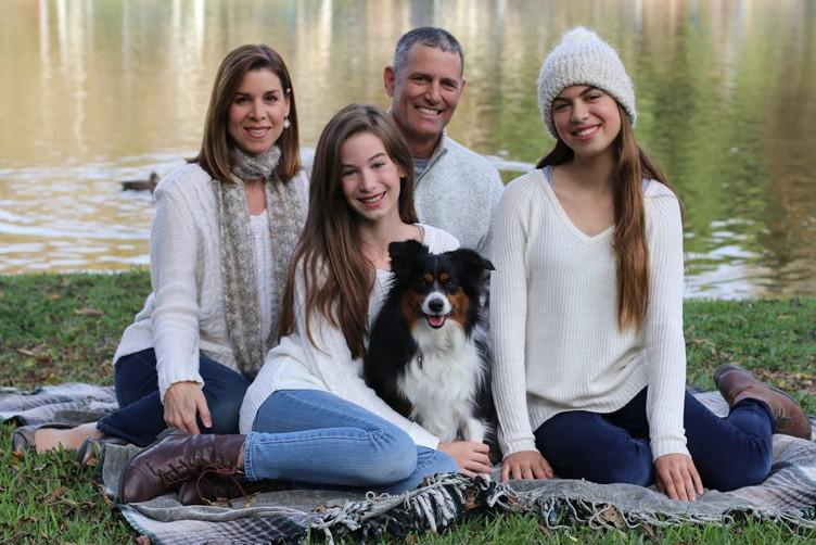 EDHS Holiday Family Photo Fundraiser