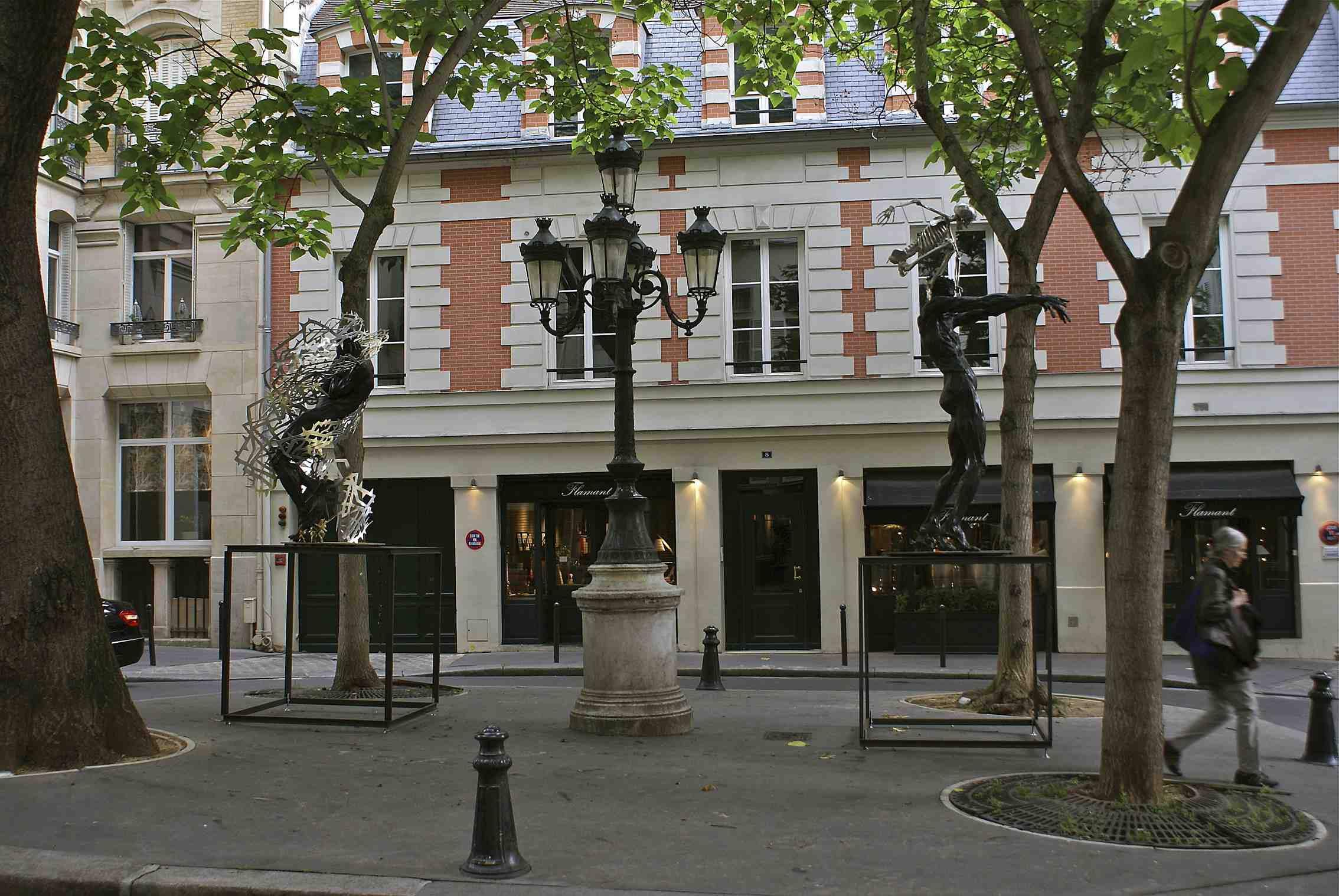 Daniel_Hourdé_-_Expo_Place_Furstenberg,_Paris_2011.jpg