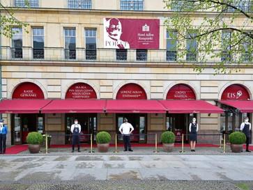 Hotel Adlon Kempinski Berlin öffnet     Pop-up-Foodzeile