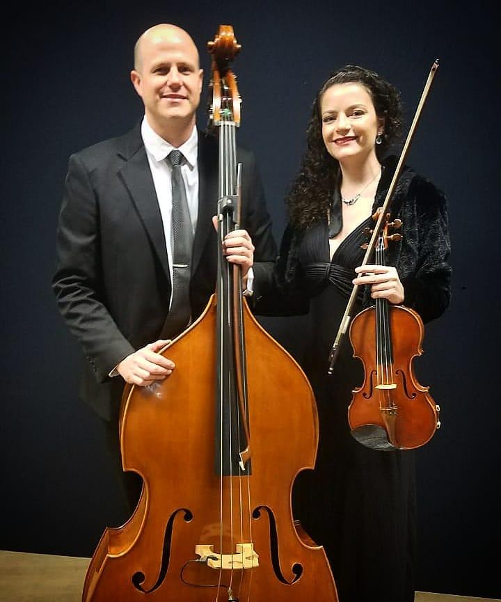 Contrabaixista e Violinista