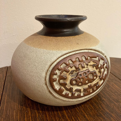 Shelf Pottery Onion Vase