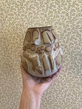 Shelf pottery vase