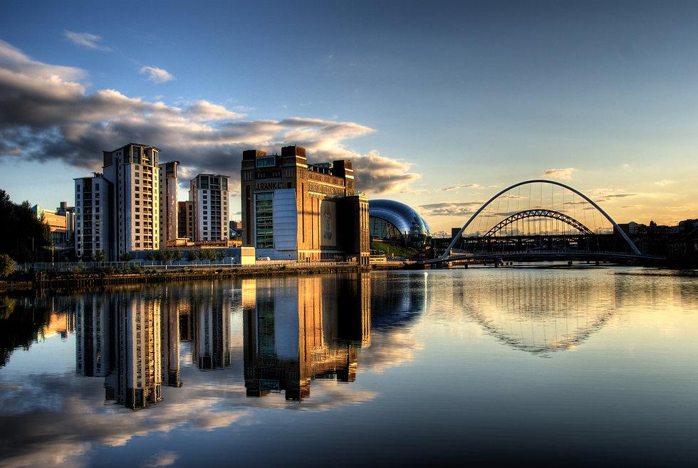 Newcastle_Quayside_with_bridges.jpg