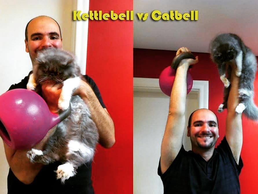 O nome do peso russo é Kettlebell. O nome do esporte, Kettlebell Sport. Nada de Catbell, por favor!