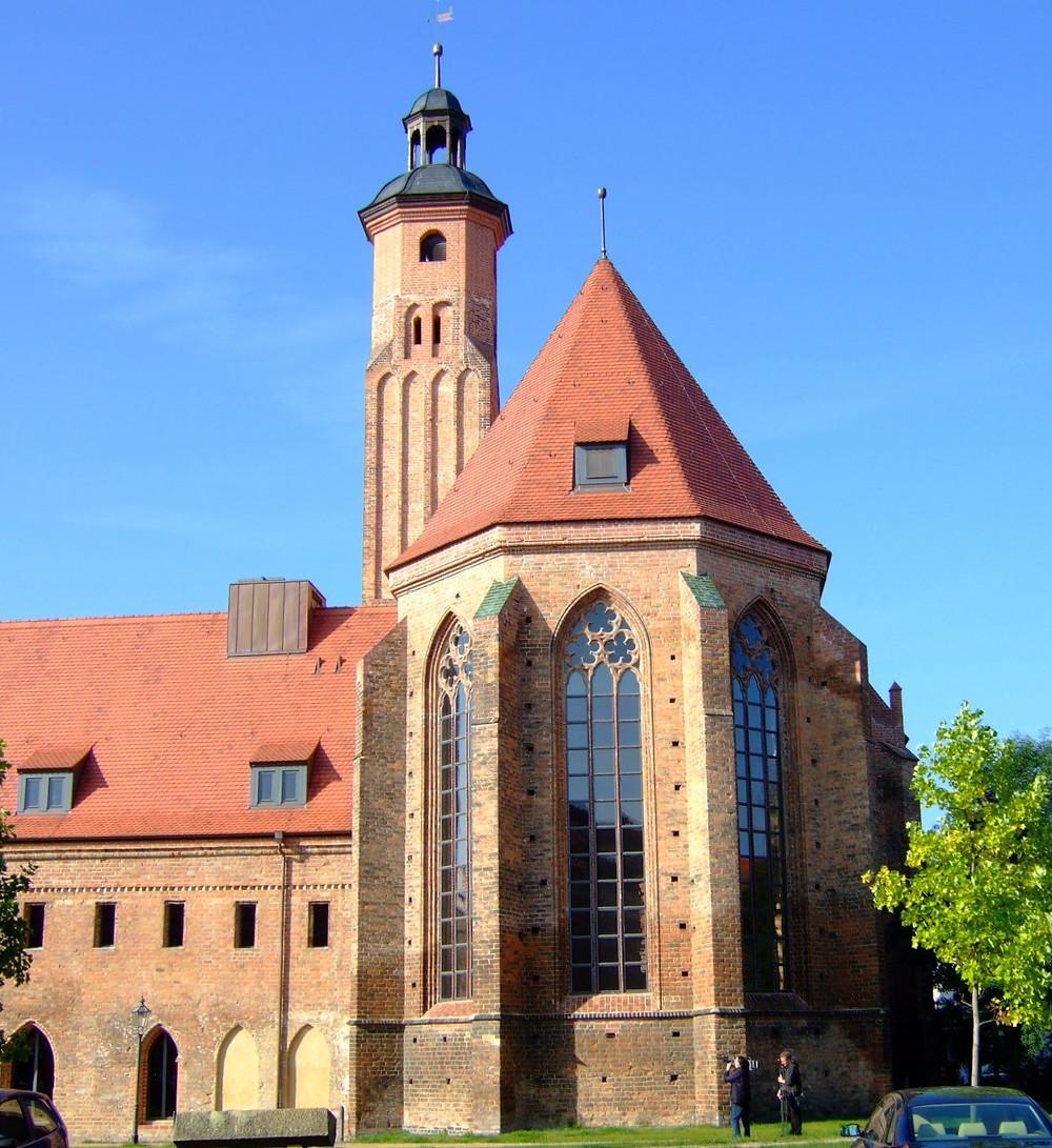 Im Brandenburger Paulikloster sind Fundstücke von der Steinzeit bis fast an die Gegenwart ausgestellt, und hier kann man sich auch in die Welt der Münzfunde versenken. [Bildquelle: Repro/Kopie Caspar].