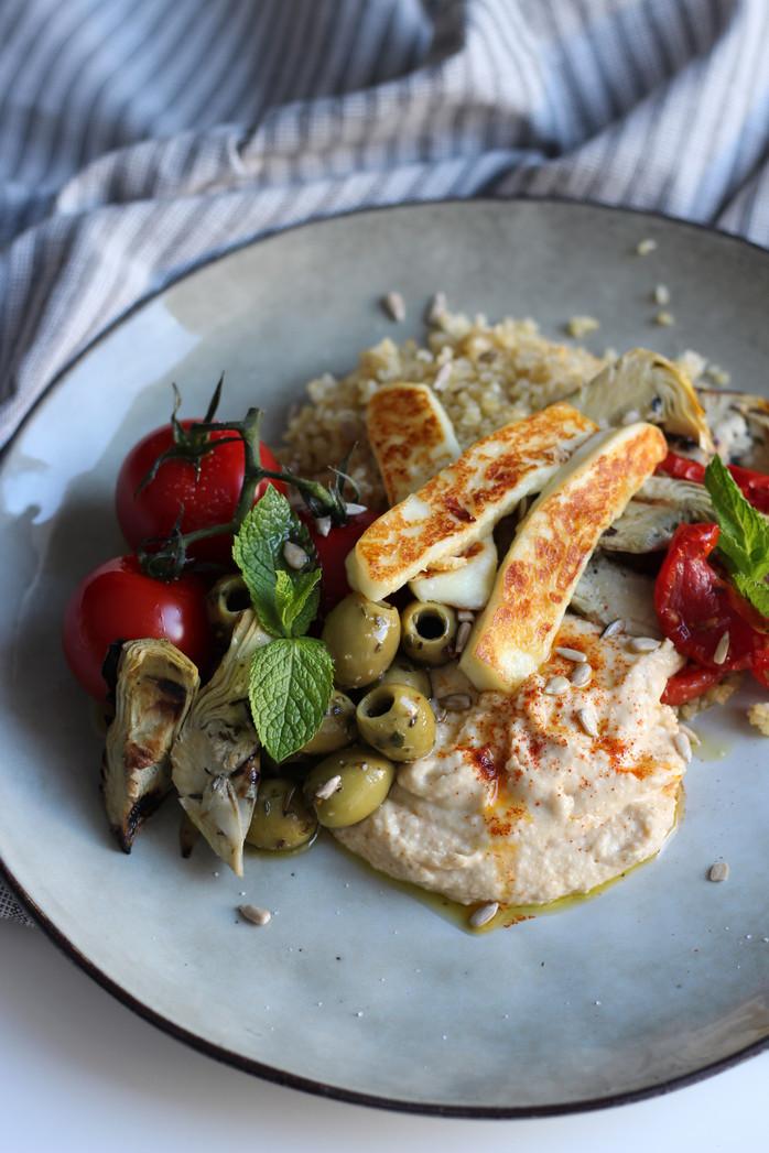 Assiette méditerranéenne et féta grillée