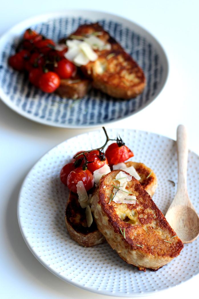Pain perdu au parmesan, tomates rôties