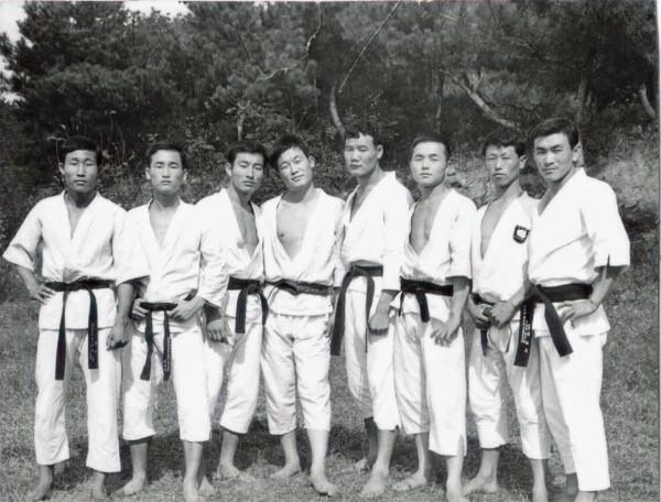 Cinturones negros de Taekwondo en corea del Sur.
