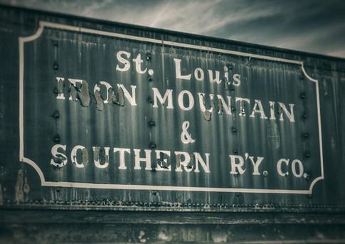 train,sign.jpg