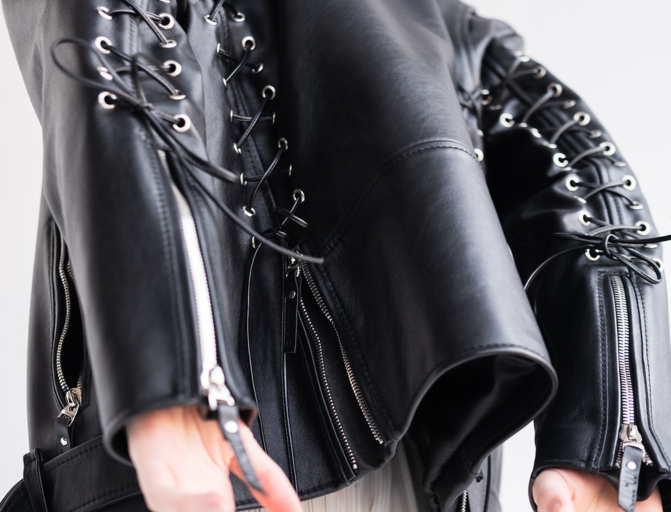 Куртка-косуха со шнуровкой