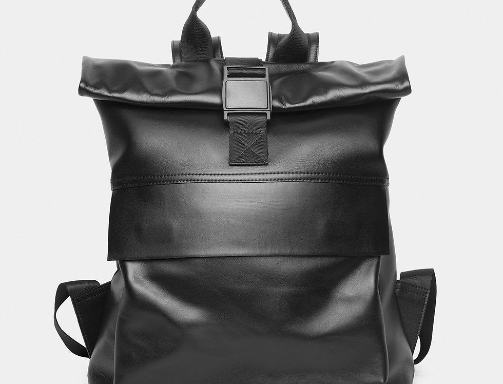 Объёмный кожаный рюкзак черный