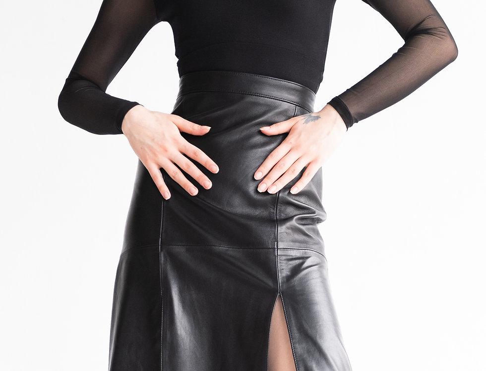 Кожаная юбка с двумя разрезами