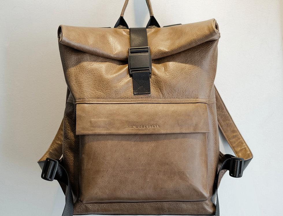 Объёмный рюкзак из кожи с винтажным эффектом