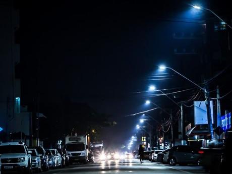 Avenida Itajuba está mais iluminada com novas lâmpadas de LED