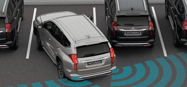 หากเรดาร์ด้านหลังตรวจพบรถคันอื่นภายในรัศมีตรวจจับ ระบบจะส่งเสียงเตือนและสัญญาณไฟจะกระพริบบนกระจกมองข้างทั้ง 2 ด้าน พร้อมแสดงข้อความเตือนบนหน้าจอแสดงผล