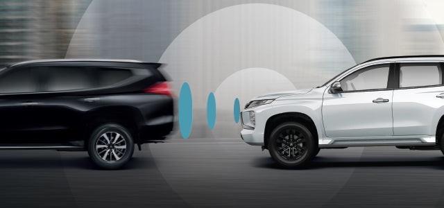 ระบบเตือนการชนด้านหน้าตรง พร้อมระบบช่วยชะลอความเร็ว - ระบบเสริมความปลอดภัย โดยใช้เรดาร์ประเมินระยะห่างจากรถคันหน้า หากพบว่ามีความเสี่ยงที่จะชนรถคันหน้าในช่องทางเดียวกัน ระบบจะทำการเตือนและช่วยชะลอความเร็ว พร้อมเพิ่มแรงดันน้ำมันเบรกเพื่อให้ประสิทธิภาพในการเบรกที่ดียิ่งขึ้น และบรรเทาความเสียหายจากการชน