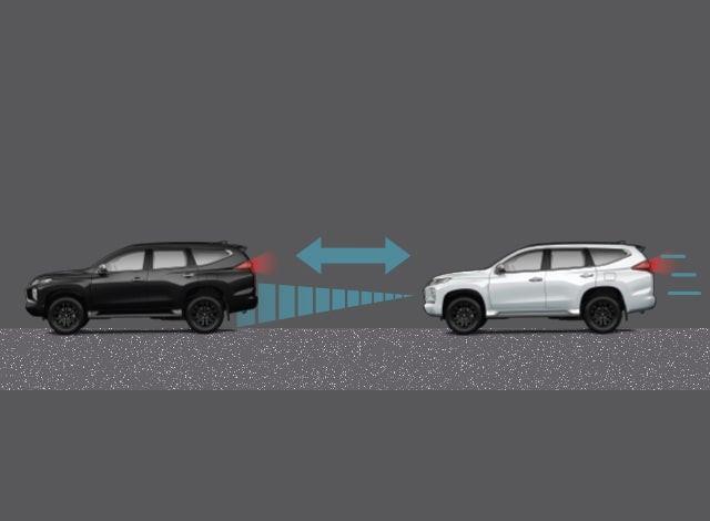 ระบบล๊อกความเร็วแบบแปรผันอัตโนมัติ - ระบบจะล๊อกความเร็วให้คงที่ตามที่ผู้ขับขี่ได้ตั้งค่าไว้โดยทำงานร่วมกับเรดาห์ หากตรวจพบว่ามีรถยนต์ด้านหน้าใช้ความเร้ซต่ำกว่า ระบบจะปรับลดความเร็วอัตโนมัติเพื่อรักษาระยะห่างจากรถยนต์ด้านหน้า และจะปรับความเร็วกลับสู่ระดับเดิมที่ตั้งค่าไว้ เมื่อรถยนต์ด้านหน้าพ้นจากระยะตรวจจับเรดาห์ ช่วยเพิ่มความสะดวกสบายในการขับขี่และปลอดภัยตลอดการเดินทาง