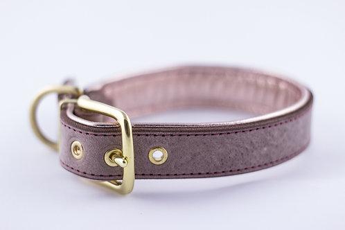 Halsband mit Ziernaht auf gemustertem Leder metallic