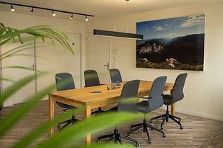Coworking_Arbeitsplatz_am_6er-Tisch_Affoltern_am_Alis