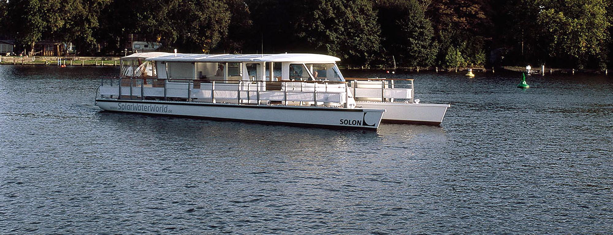 SunCat 58 leicht auf dem Wasser