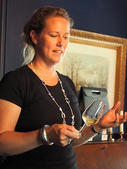 brut sparkling wine, Sue-Ann Staff, Sue-Ann Staff Estate Winery, Jordan, Ontario, Canada